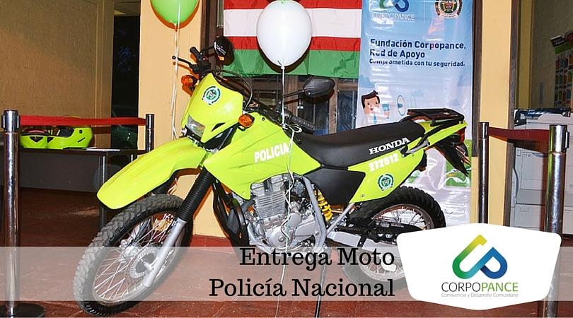 Donación de moto a la Policía Nacional de la comuna 22.